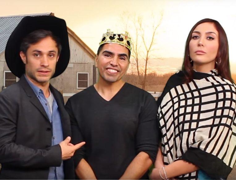 De Mexicaanse acteur Gael García Bernal (L) maakte een parodie op de oorspronkelijke video van Rubí's vader. Beeld