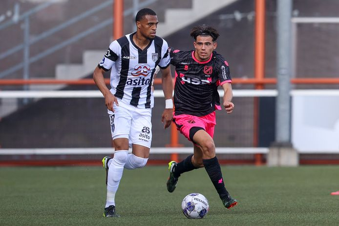 Delano Burgzorg, hier in actie tegen Volendam, bleef tegen HSC'21 90 minuten langs de kant.