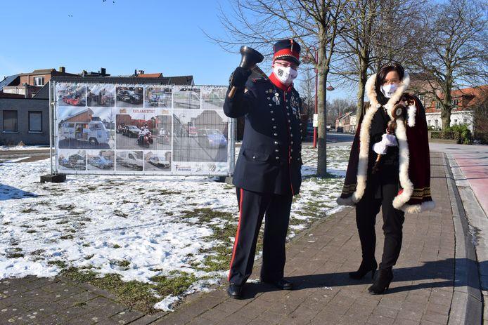 Prinses Sarah I en Jan de Belleman hebben het startschot gegeven van het coronacarnaval in Assenede.
