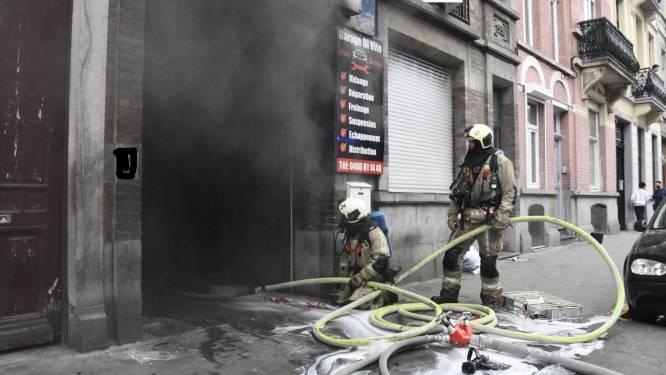 Hevige brand bij garagist, arbeider loopt brandwonden op bij bluspoging