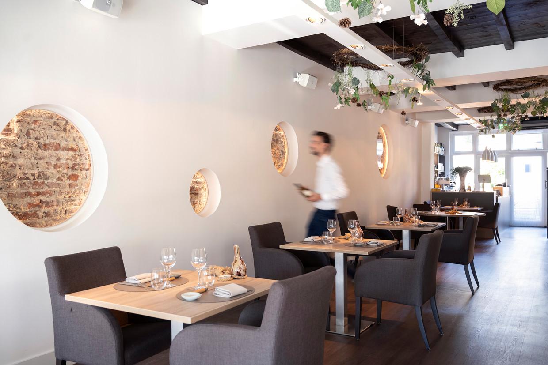 Restaurant Versaen in Ravenstein. De medewerker op de foto is niet de ober die in het stuk genoemd wordt.  Beeld Els Zweerink