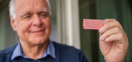 62 jaar oud entreekaartje voor NEC wordt zorgvuldig bewaard: 'De liefde voor de club is mij met de paplepel ingegeven'