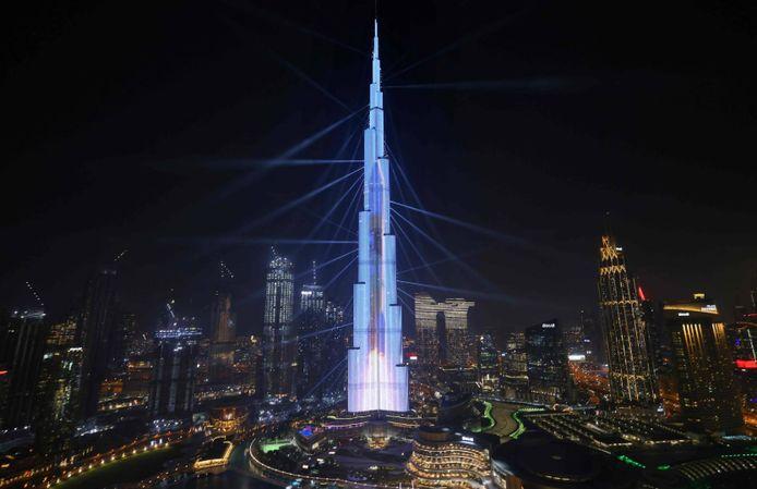 La tour Burj Khalifa est devenue en mai 2008 la plus haute structure humaine jamais construite. Sa hauteur finale, atteinte le 17 janvier 2009, est de 828 mètres.