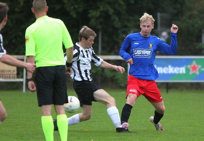Een duel tussen Dylan de Vries (Davo) en Juul Kruiper van Nieuw Heeten.
