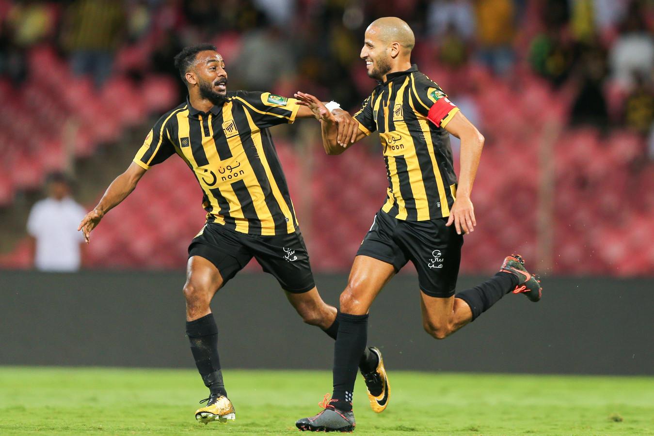Karim EL Ahmadi (rechts) viert een treffer namens zijn club  Al-Ittihad.
