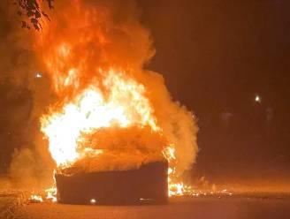 Splinternieuwe Tesla Model S Plaid vat plots vuur: chauffeur weet op nippertje aan vlammen te ontsnappen