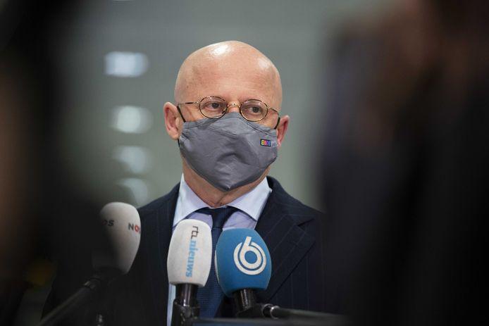 Minister Ferd Grapperhaus staat de pers te woord na afloop van het het Veiligheidsberaad.