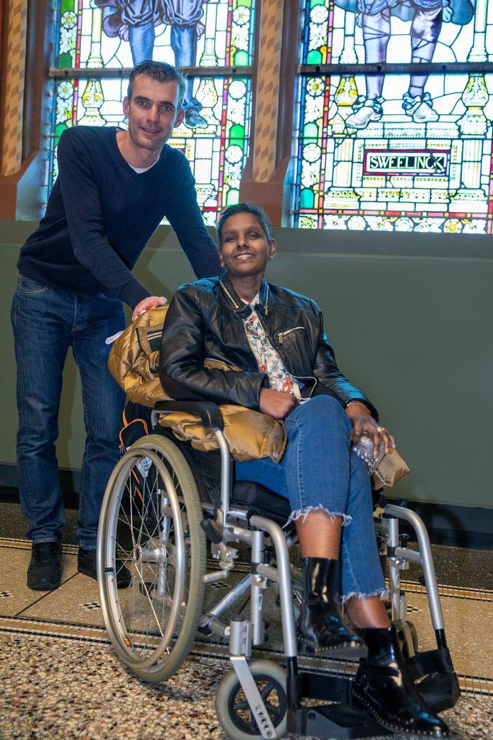 De terminaal zieke Jocelyn en haar zwager, nog één keertje naar de Hollandse meesters in het Rijksmuseum.