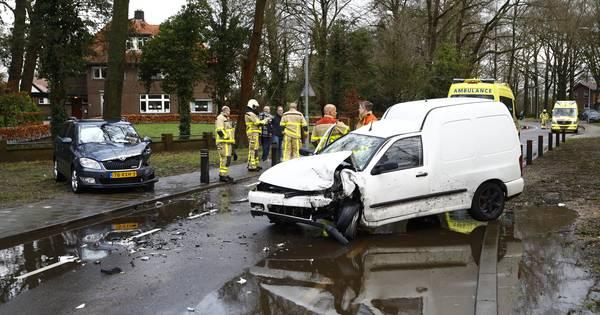 Gewonden bij botsing tussen auto en aangepast voertuig op Oenerweg in Epe.