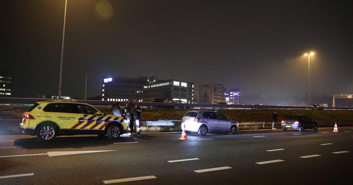 Opnieuw ongeluk op A12: twee rijstroken dicht door botsing tussen autos.