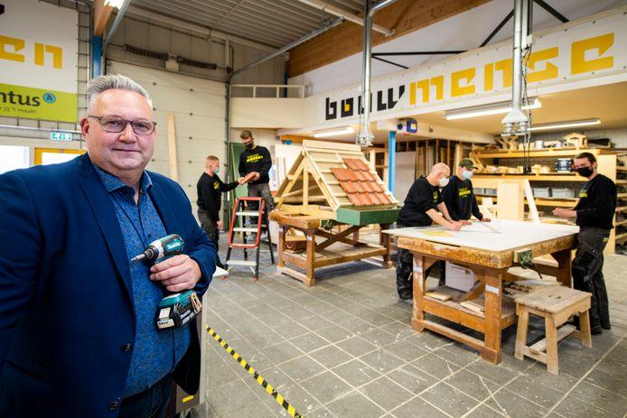 Martien van Reen, manager bij Bouwmensen Apeldoorn, is initiatiefnemer van het Transitiehuis: een nieuw bouwinitiatief dat zij-instromers klaarstoomt voor een baan in de bouw, installatie en elektrotechniek.