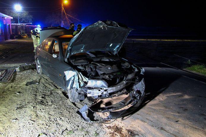 De wagen raakte zwaar beschadigd bij het ongeval.