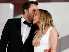 Jennifer Lopez kiest enorm decolleté voor eerste rode loper met Ben Affleck in achttien jaar
