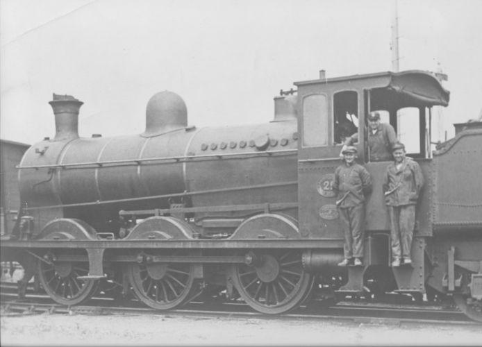 Locomotief 29 van spoorwegmaatschappij Malines-Terneuzen (MT) tijdens rangeerwerkzaamheden op het emplacement in Terneuzen, omstreeks 1930.