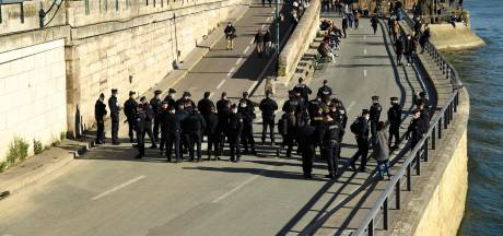 Les quais de Seine bondés à Paris, la police les fait évacuer