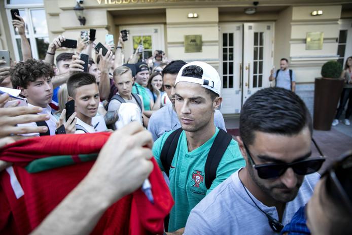 Gekte rond het spelershotel waar Ronaldo tijdens het verblijf van Ronaldo.