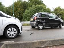 Auto schiet andere baan op en botst op tegenligger