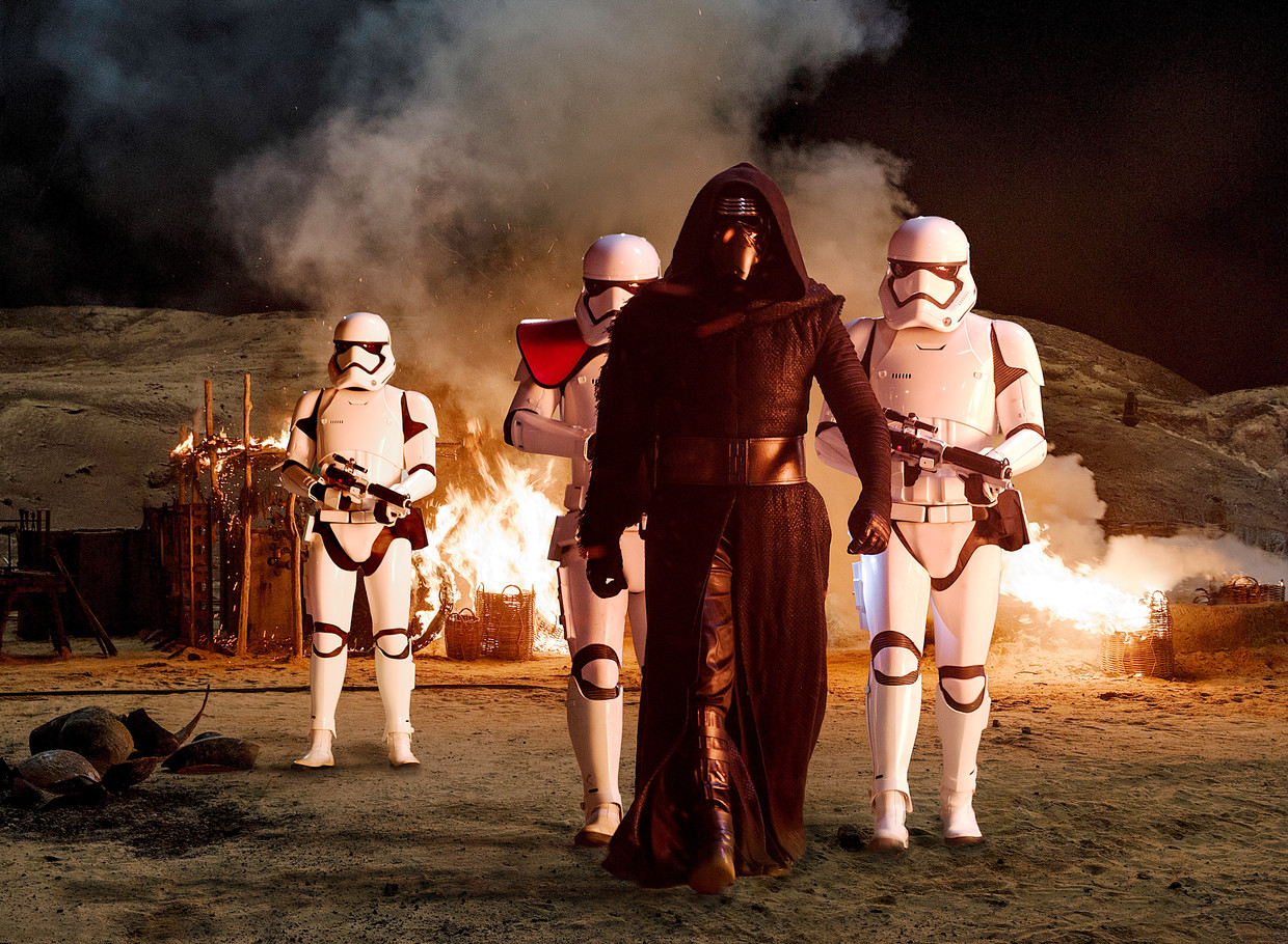 Adam Driver is Darth Vader in 'Star Wars: The Force Awakens'. Beeld Star Wars: The Force Awakens