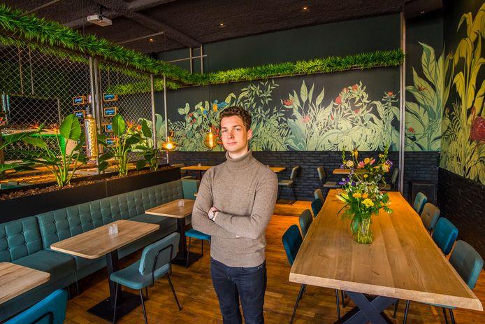 Thijs Bannink in zijn nieuwe restaurant.