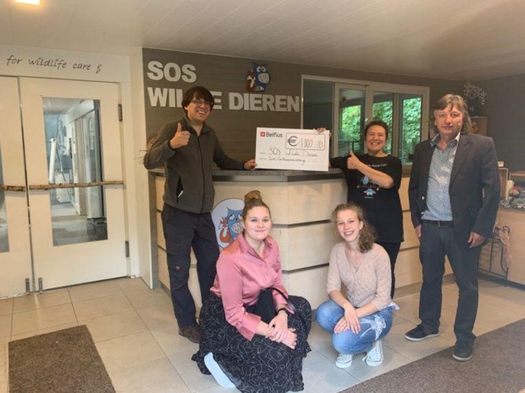 De leerlingen Sint-Catharinacollege zamelen 1.000 euro in voor het goede doel.