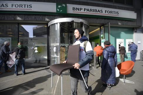 Foto van Activisten vallen Fortiskantoor binnen