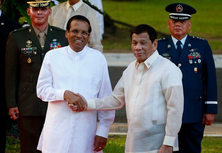 Sri Lankaans president Maithripala Sirisena (links) en Filipijns president Rodrigo Duterte (rechts) kunnen het goed met elkaar vinden. Beeld AP