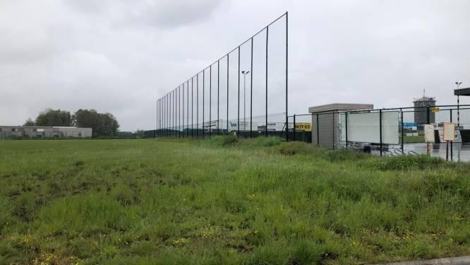 """Plannen voor open sporthal naast voetbalterrein: """"Met open zijkanten en alle faciliteiten van een gewone sporthal"""""""