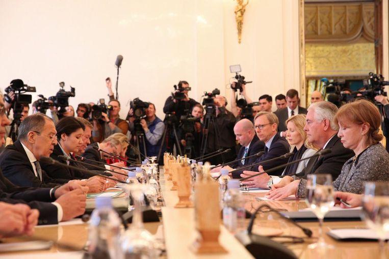 De Amerikaanse delegatie aan tafel bij de Russen Beeld epa