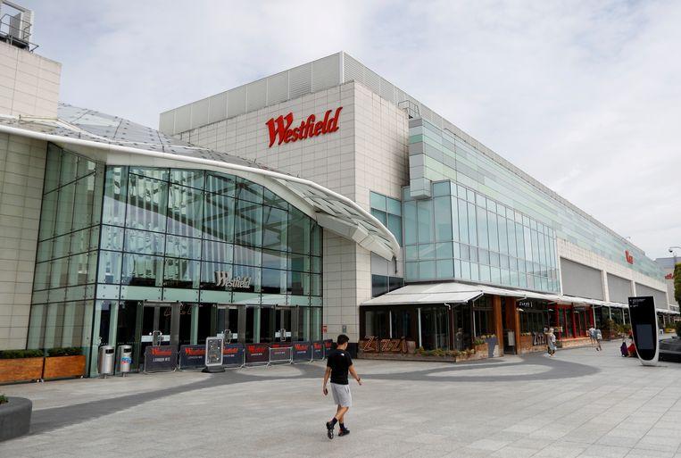 Een vrijwel verlaten winkelcentrum van Unibail-Rodamco-Westfield in Londen. Beeld Reuters