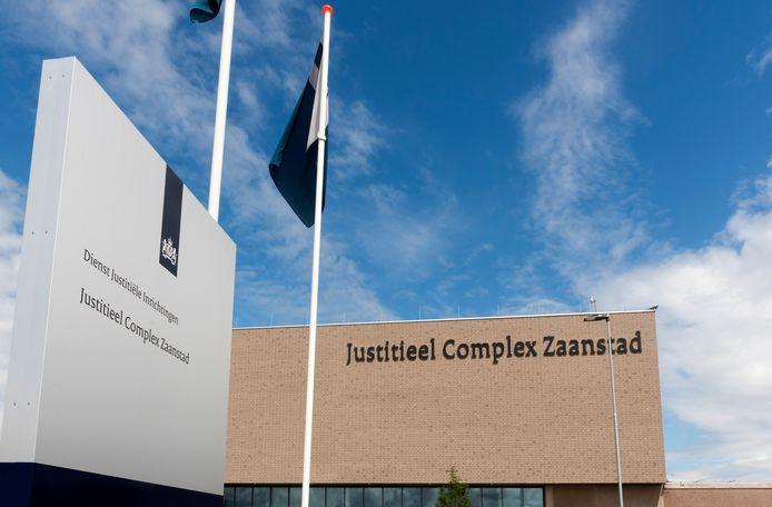 Een gevangene van de gevangenis in Zaanstad heeft suïcide gepleegd.