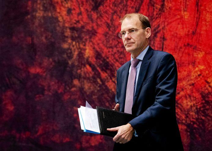 Staatssecretaris Menno Snel van Financiën  zet een streep door de betalingskorting voor bedrijven. Ook wil hij de belasting op winsten uit innovatieve activiteiten opnieuw verhogen.