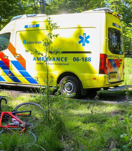 Hoogbejaarde fietser gewond bij aanrijding op de Veluwe