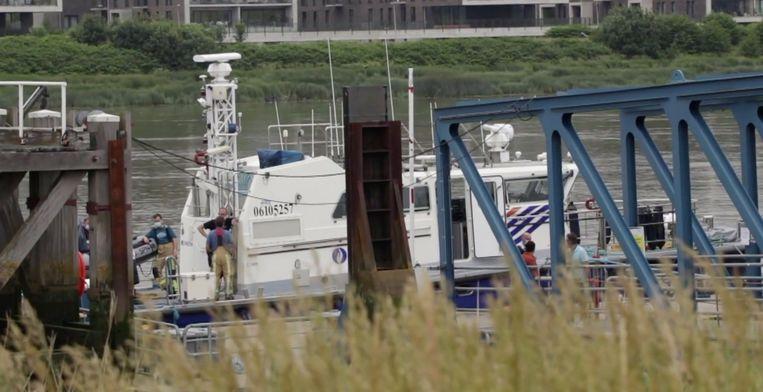 De plek aan de oever van de Schelde waar Rody's lichaam werd aangetroffen.  Beeld TVOost
