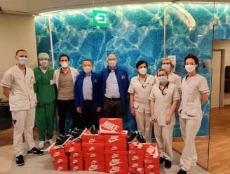 Help Brandwonden Kids vzw schenkt personeel Brandwondencentrum UZ Gent speciale schoenen