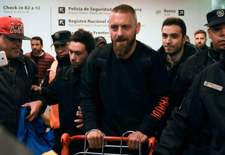 Daniele De Rossi bij zijn aankomst op de luchthaven.