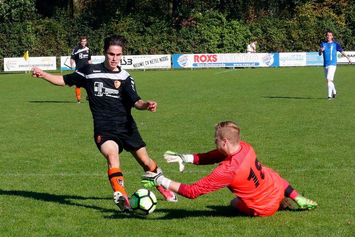 Sander van Kersbergen (links) in actie voor SBC tegen Boskant.