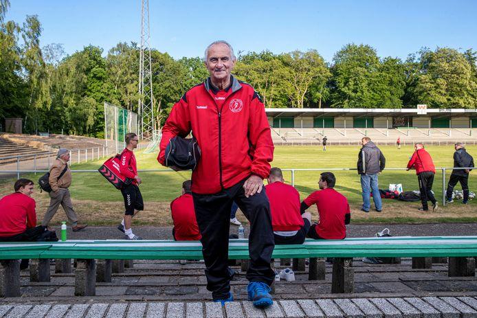Frans van Ernst in de zomer van 2020, tijdens een training van ONA'53 in stadion De Wageningse Berg.