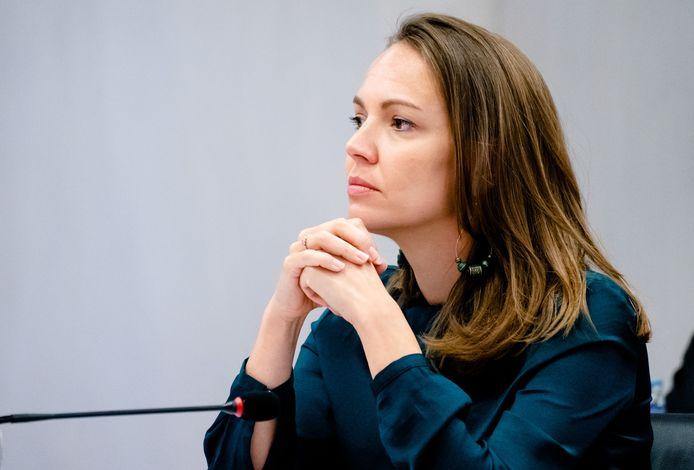 Bente Becker (VVD) tijdens een overleg in de Tweede Kamer over het vreemdelingen- en asielbeleid.