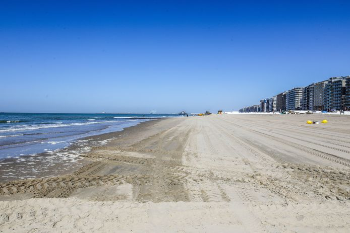 Aan deze zijde, ten westen van het strand, komt de nieuwe golfsurfzone.