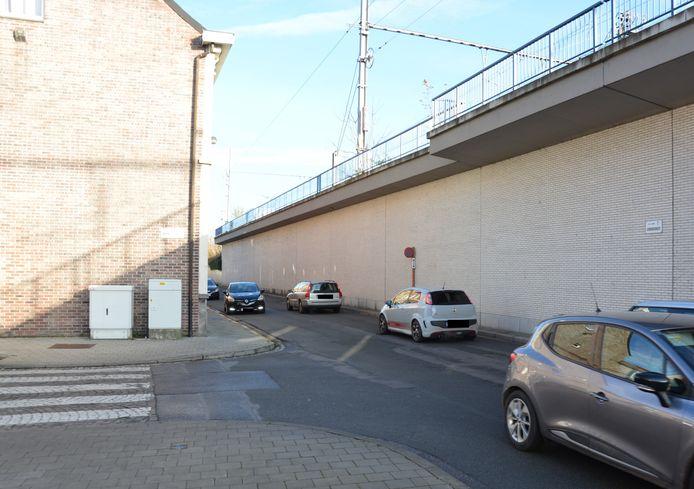 Vanaf midden december start in de Uebergdreef een proefproject met eenrichtingsverkeer in het deel van de straat tussen de Brouwerijstraat en de Azalealaan.