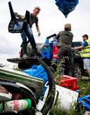 Een berg afval tijdens een grote schoonmaakactie in de gebieden rondom de Maas in Limburg.