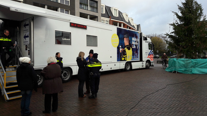Het mobiele medialab van de politie elders in actie.