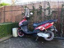 Scooterrijder komt ten val bij 's-Gravenpolder