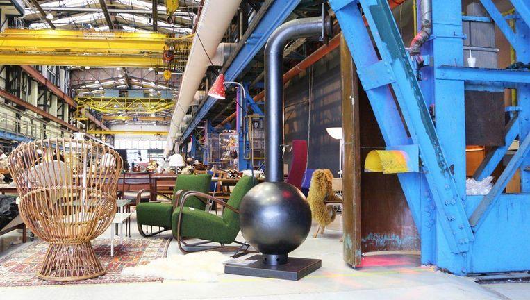In de Kromhouthal staan 60 aanbieders van vintage meubels Beeld Design Icons