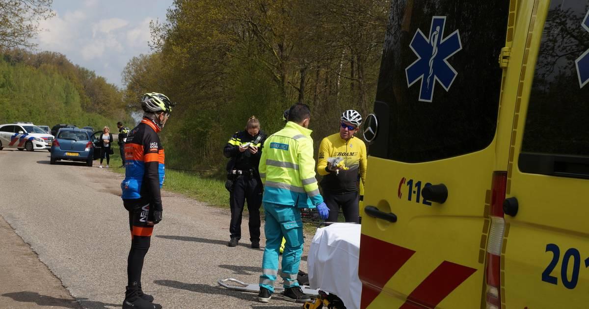 Wielrenner zwaargewond na aanrijding in Drunen.