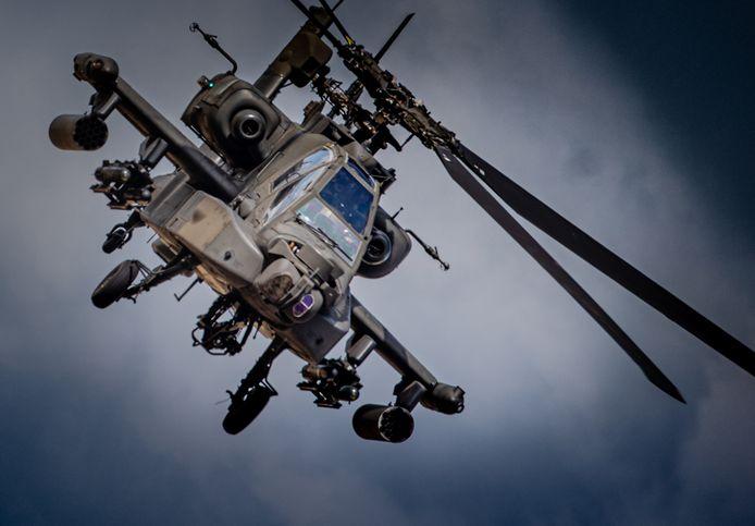Een Apache tijdens een eerdere oefening boven de Hoeksche Waard.