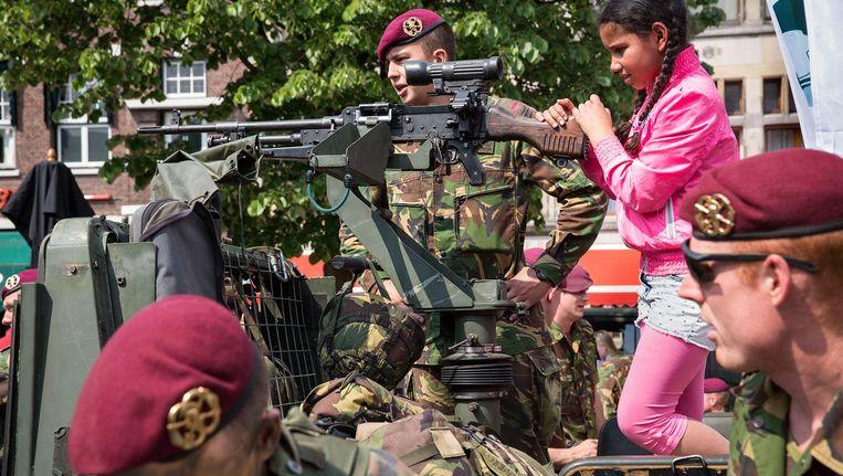 Op de Landmachtdag in 2014 werd het 200-jarig jubileum van de Koninklijke Landmacht gevierd. Beeld Arie Kieviet / de Volkskrant