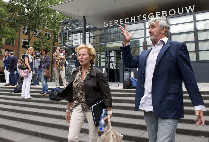Nina Storms, beter bekend als de zakenvrouw Nina Brink, met haar man Pieter (r).