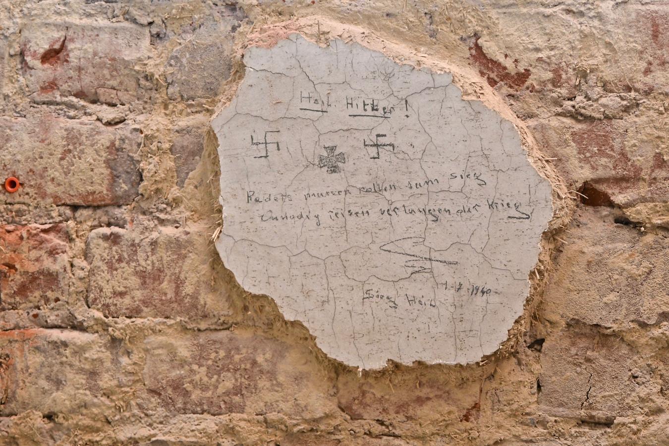 In het oud gemeentehuis van Dadizele werden opschriften ontdekt uit het jaar 1940.