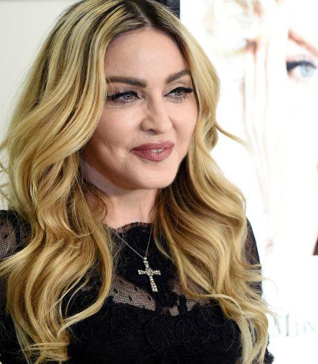 Madonna s'offre un premier tatouage très symbolique à 62 ans